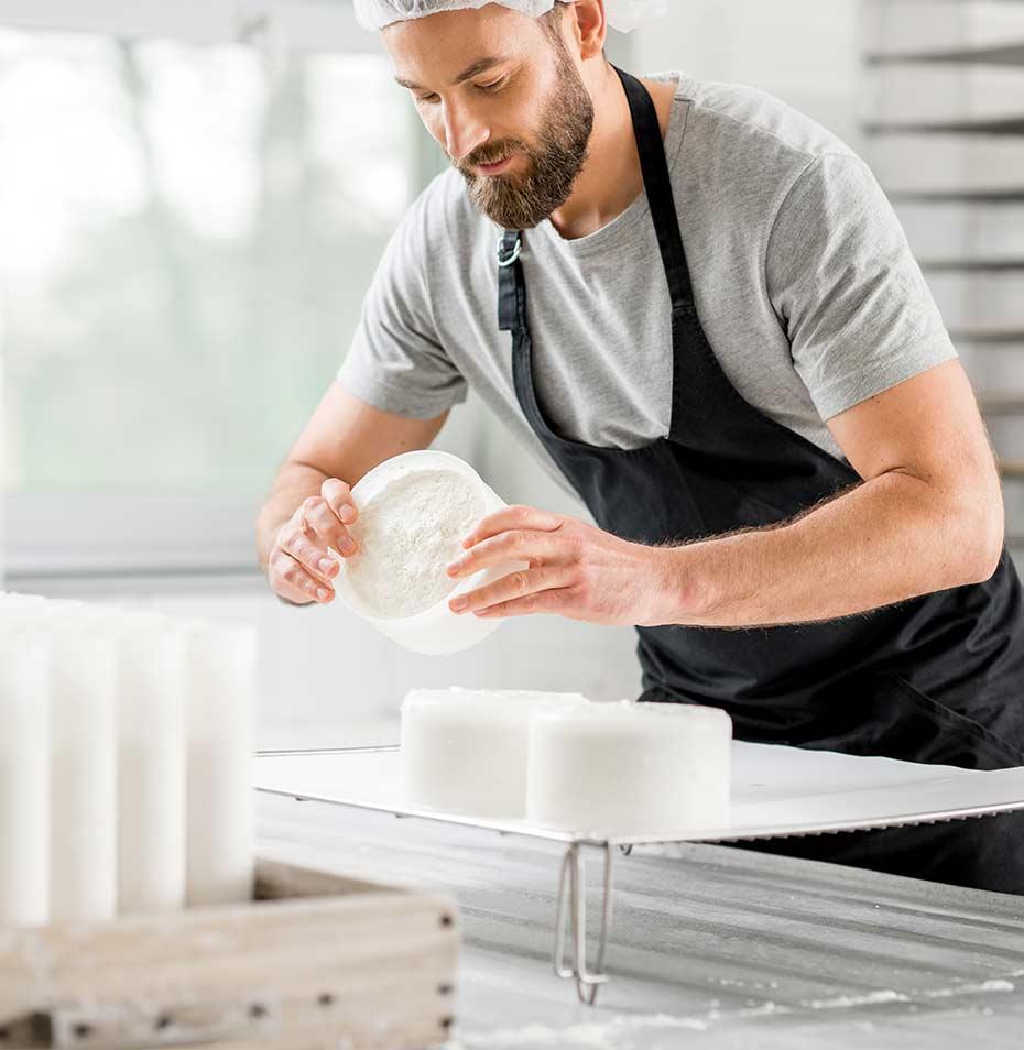 Rénovation des bâtiments laitiers, construction du bloc technique, huisseries aluminium adaptées...MAINE AGROTEC vous accompagne dans ces changements en vous proposant ses meilleurs produits au meilleur prix.