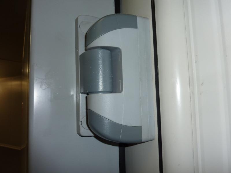 Portes frigorifiquespivotantes charnière et excentrique (levée)