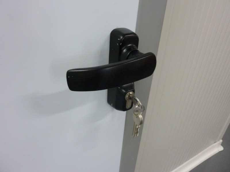 Portes frigorifiquespivotantes option poignée serrure à clés